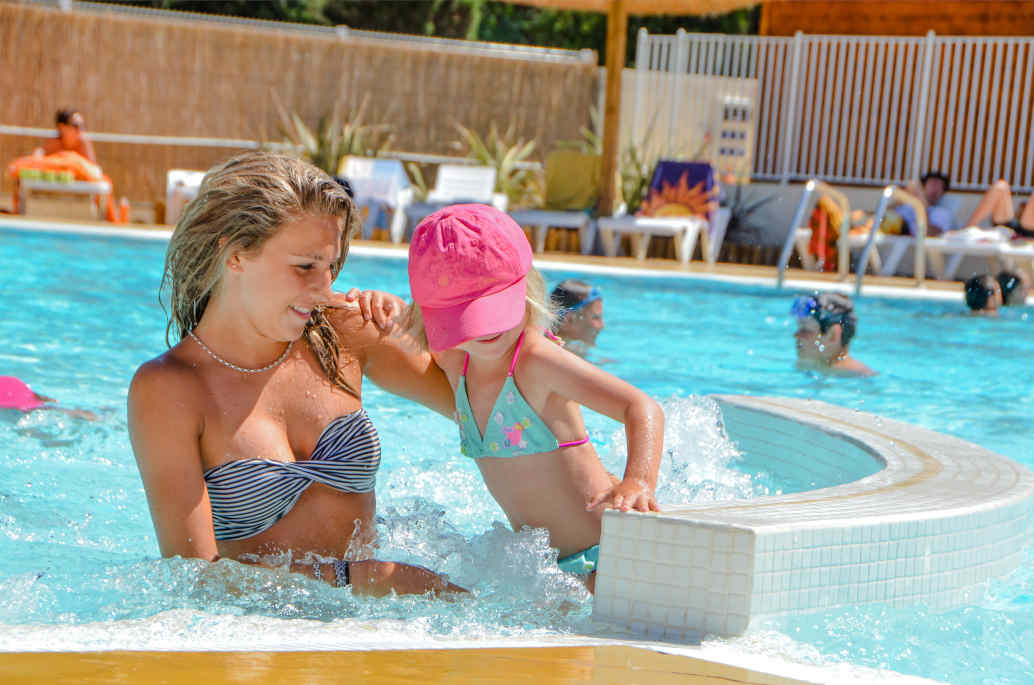 camping vias beach swimming pool family